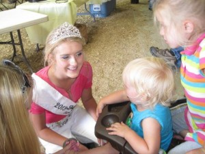 2013 Fairest Taylor Egnarski teaches youth about agriculture