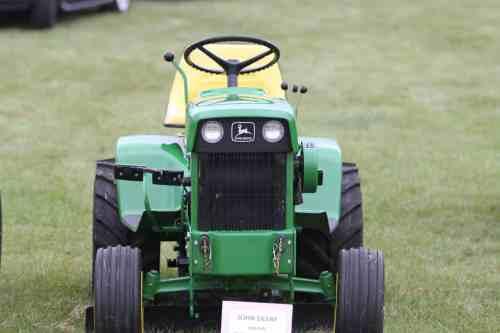 John Deere 140 Lawn and Garden Tractor
