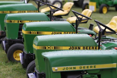 John Deere Lawn and Garden Tractor Collectors