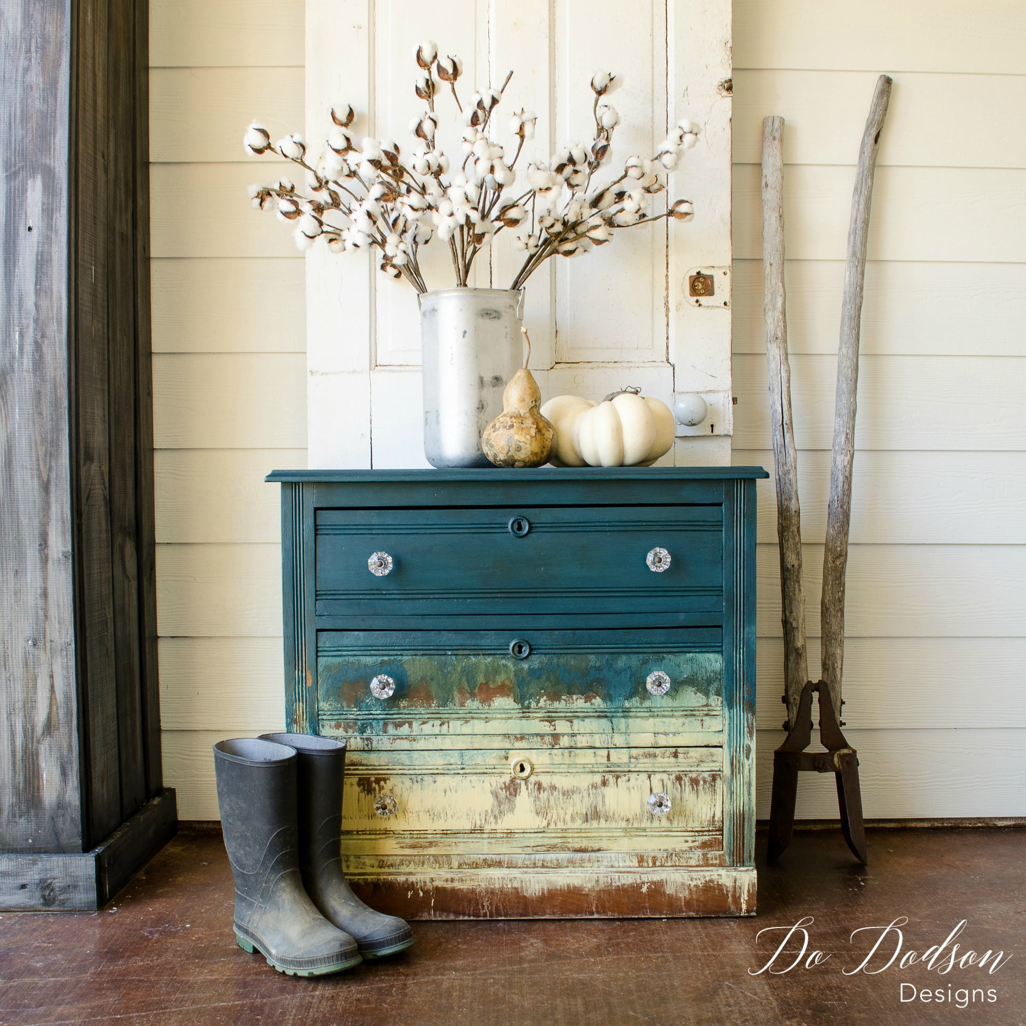 Amazing Hand Painted Furniture That Will Blow Your Mind #dododsondesigns  #handpaintedfurniture #paintedfurniture