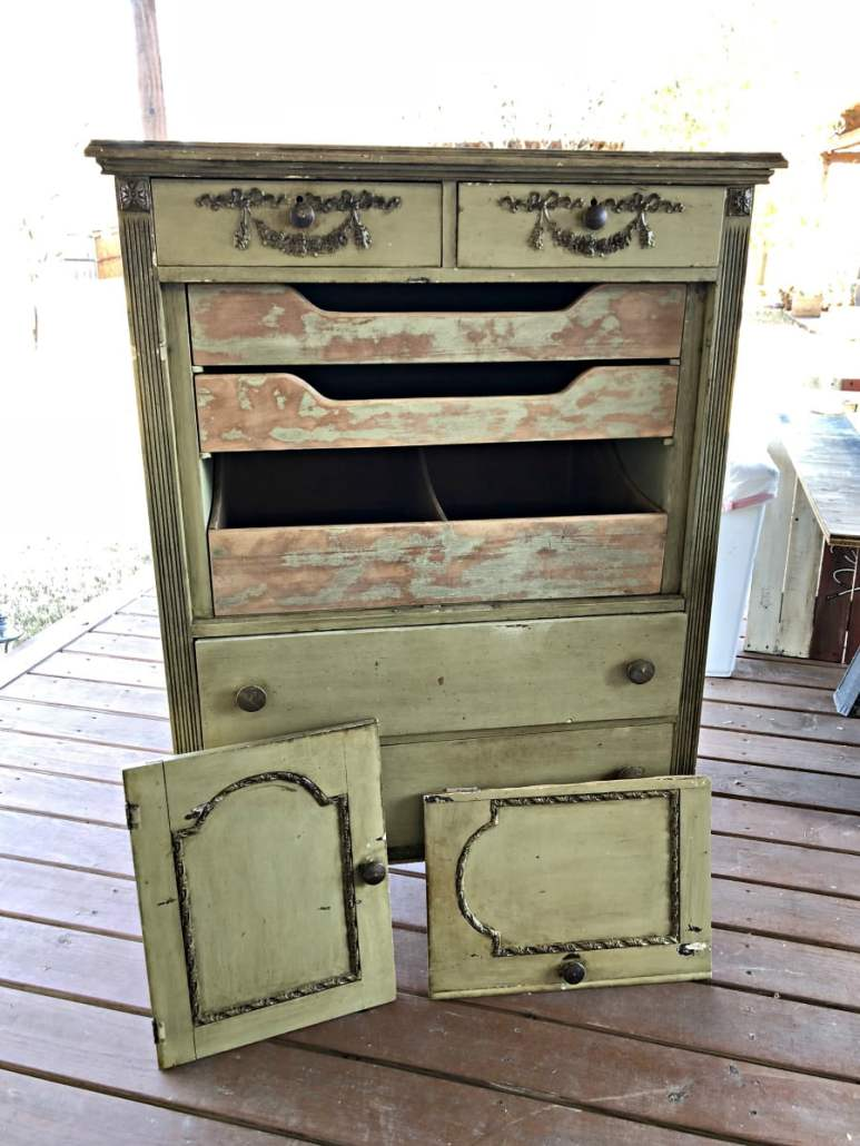 You should see me know! #dododsondesigns #furnituremakeover #repurposed #secondhandfurniture #rustpatina #paintedfurniture #furnituremakeover #furniturerepair