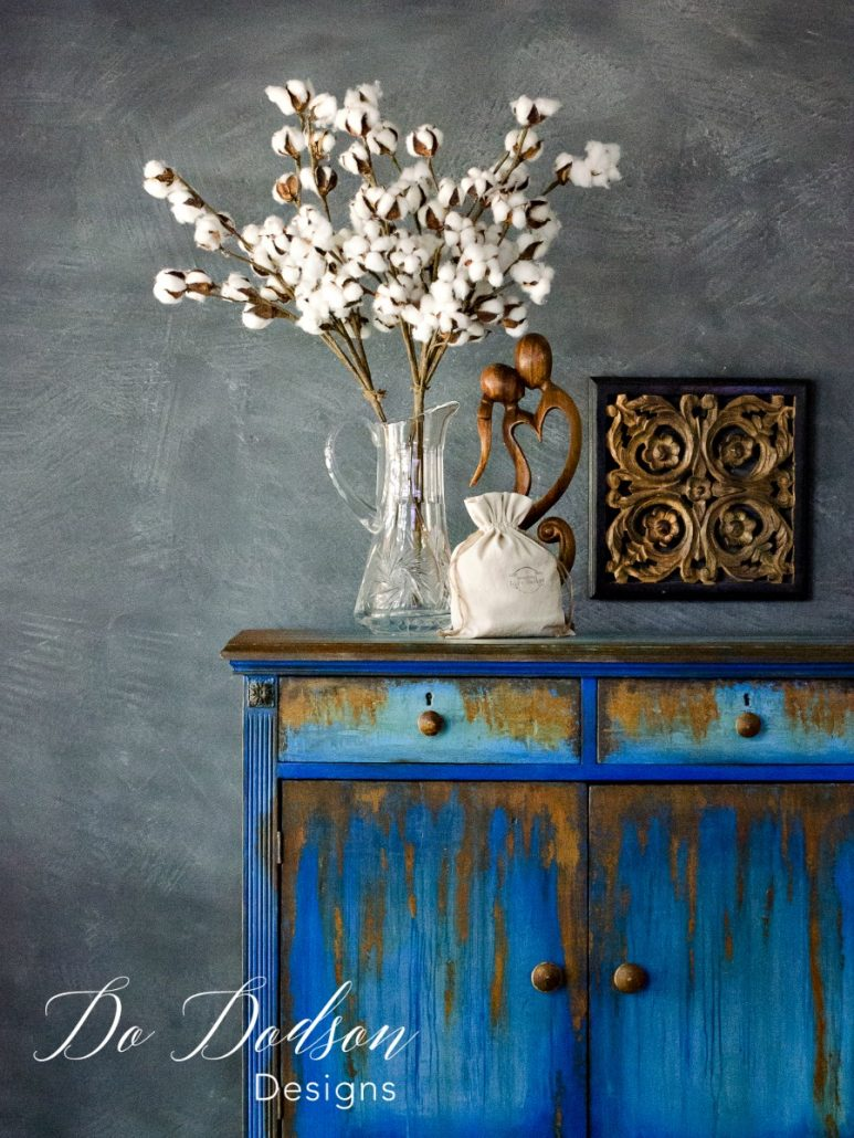 How to use oxidizing iron paint on second hand furniture. I wouldn't have ever dreamed that rust would looks this good on second hand furniture. Second hand furniture makeover. #dododsondesigns #repurposedfurniture #secondhandfurniture #paintedfurniture #rust #rustpatina #patina #diyproject