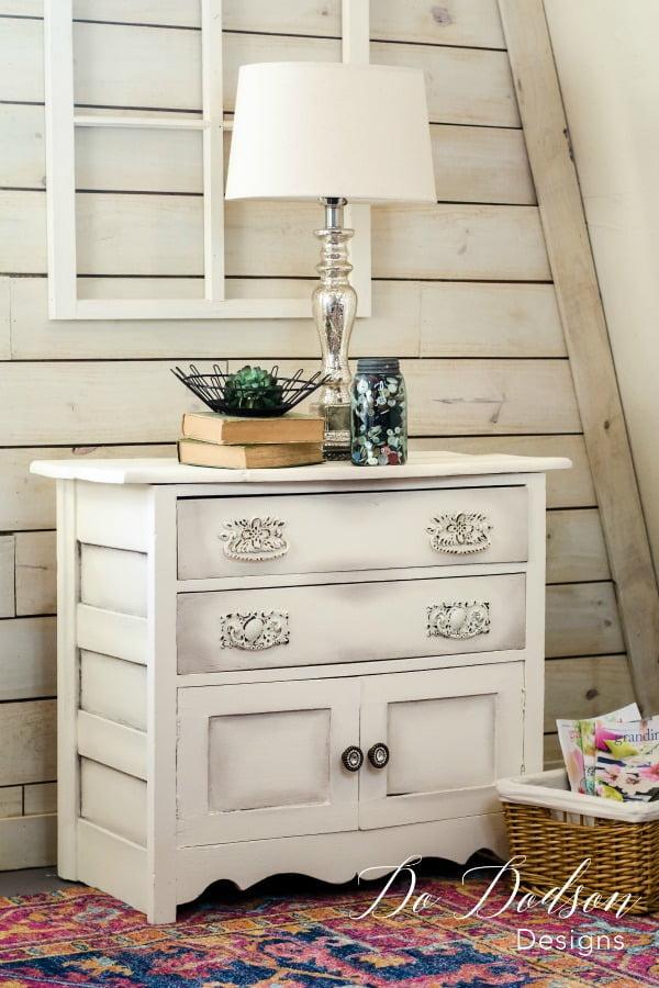 Ideas To Spark Your Next Farmhouse Glam Makeover #dododsondesigns #farmhouseglam #farmhousemakeover #paintedfurniture