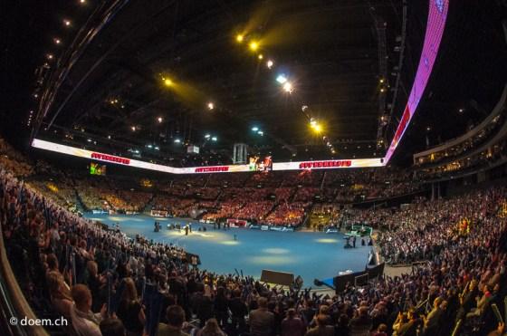 Sicht ins ausverkaufte Hallenstadion am Super10Kampf 2012