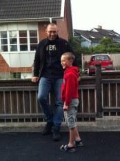 Jocke med brorsbarnet Axel.