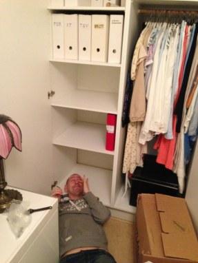 Det var lite tröttsamt att sätta upp hyllor....
