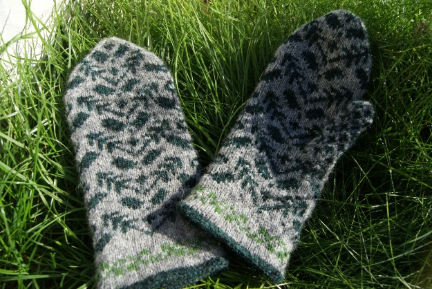 Holly and Ivy Mittens