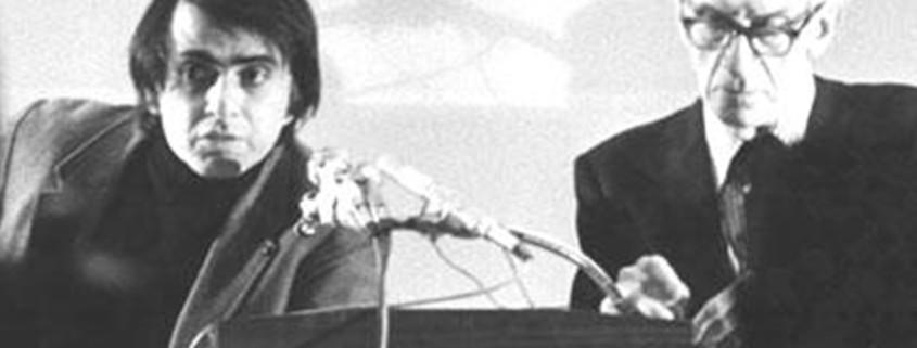 Carl Sagan e Immanuel Velikovsky en una fotografía tomada en 1974
