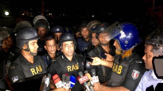 হামলা চালায় ৮ 'জঙ্গি', অভিযানে নৌবাহিনীর কমান্ডোরা, গুলশানে অভিযান শুরু, উদ্ধার ২
