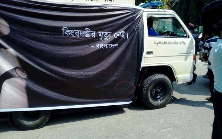 চট্টগ্রামে পৌঁছেছে আইয়ুব বাচ্চুর মরদেহ, বিকেলে দাফন