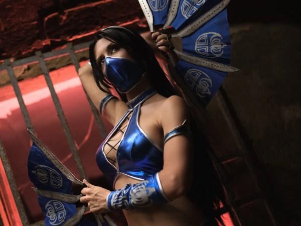 Torniamo nel mondo di Mortal Kombat con questa elegante Kitana di Lucilla Martini!