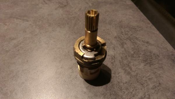 dual handle faucet cartridge position