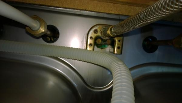 remove kitchen faucet with u bracket