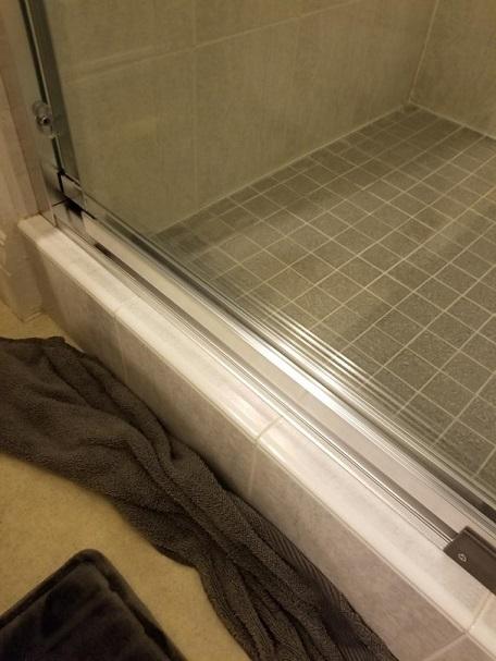 Bottom Sliding Shower Track Doityourself Com Community