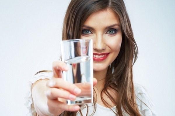 8 Manfaat Meminum Air Putih Setelah Bangun Tidur