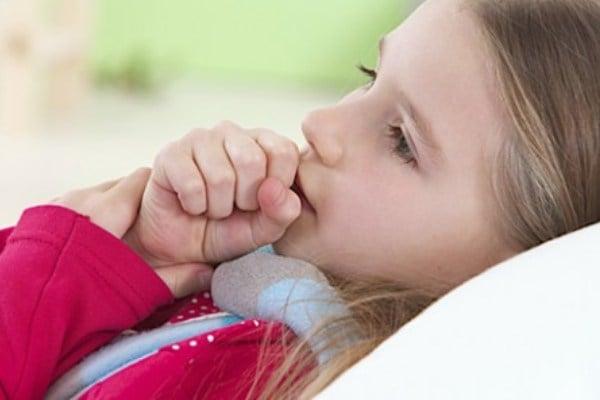 Tratamiento de la tos prolongada en un niño.