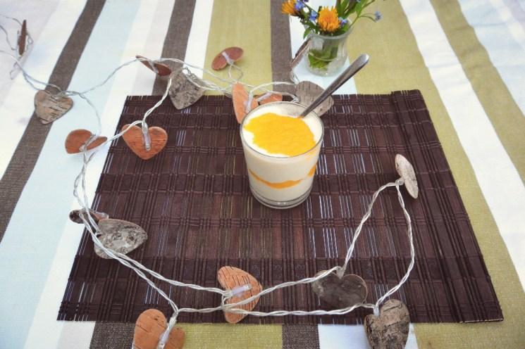 Frische Mangocreme mit griechischem Sahnejoghurt