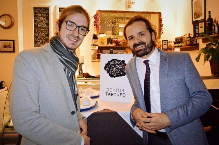 """Vanni Moscariello (l.) und Dr. Mario Moscariello (r.) sagen """"Willkommen zum Trüffelseminar"""""""