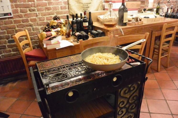 Der Chef des Hauses kochte die Tagliolini vor den Augen der Gäste