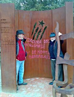 Miri lo que li fan al parc temàtic nacionalista de Gallifa