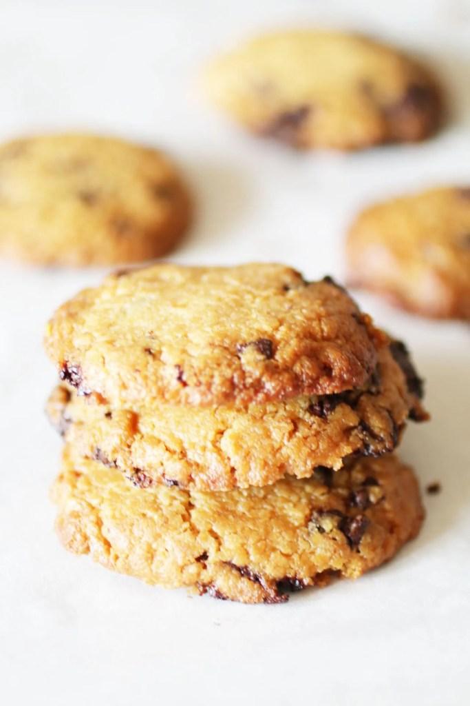 Biscotti al Burro di Arachidi Senza Farina con Gocce di Cioccolato