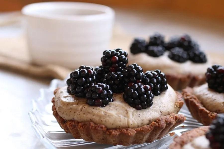 Crostata con More Fresche e Crema Senza Glutine