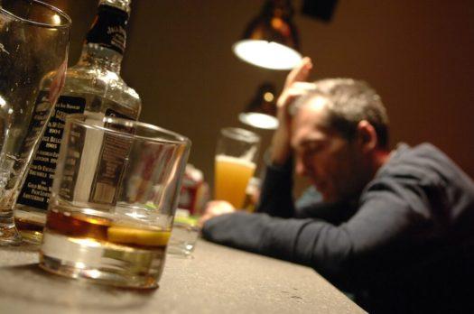 Risultati immagini per alcolici alcolismo