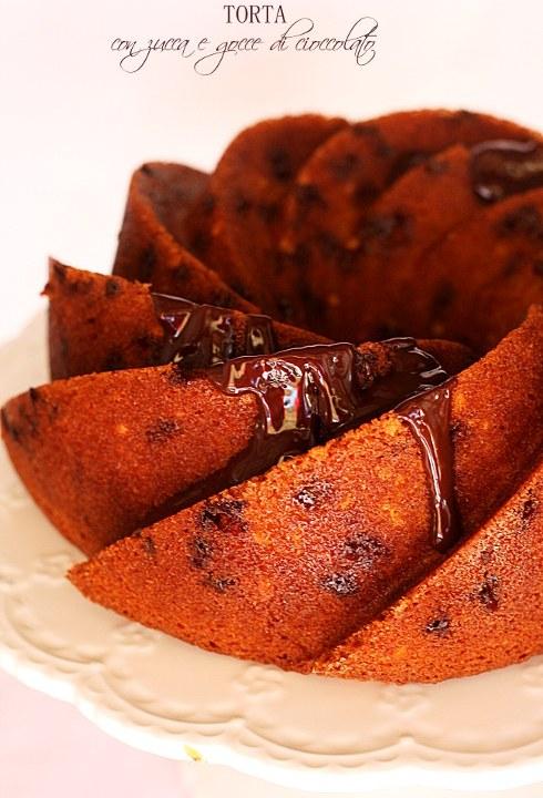 Torta alla zucca con mandorle e gocce di cioccolato