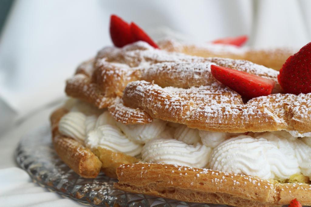 Paris Brest con panna e fragole senza glutine