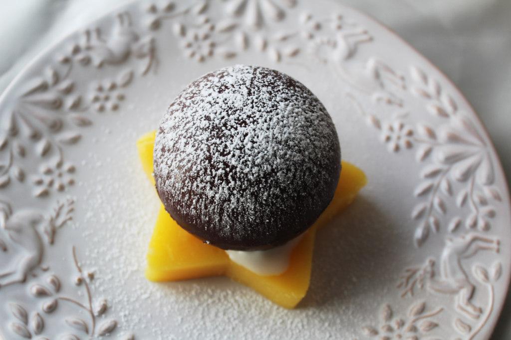 Choco balls fondenti con gelato alla vaniglia e gelatina d'arancia