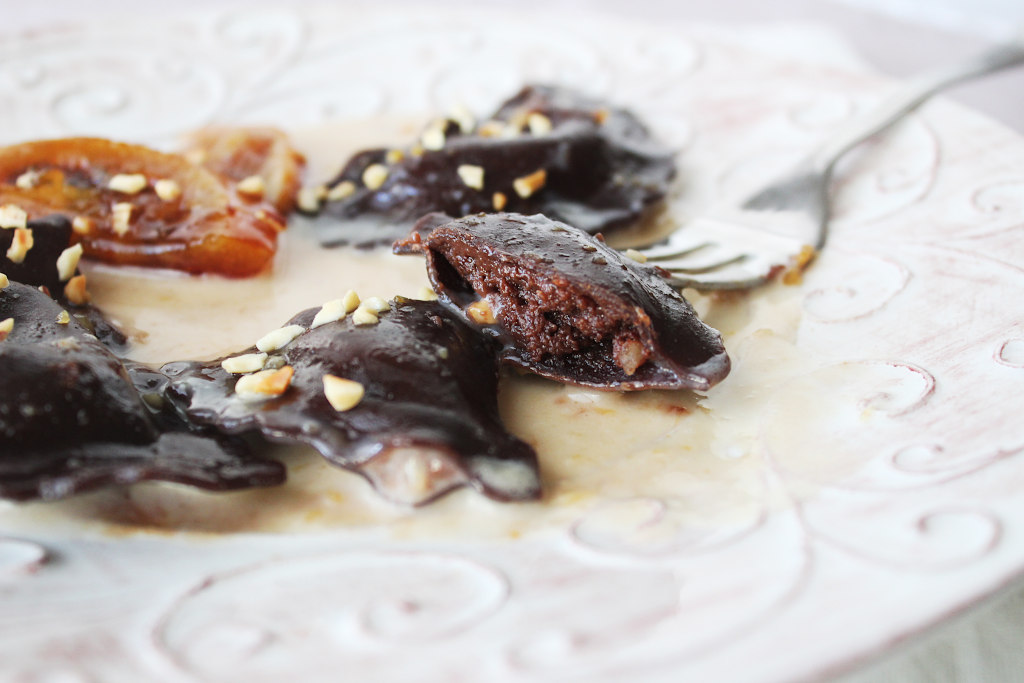 Ravioli dolci al cioccolato al profumo d'arancia