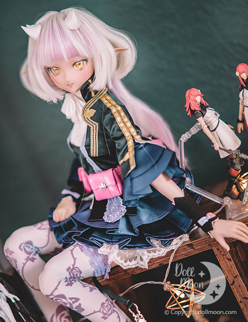 This lovely outfit is fom Volks!