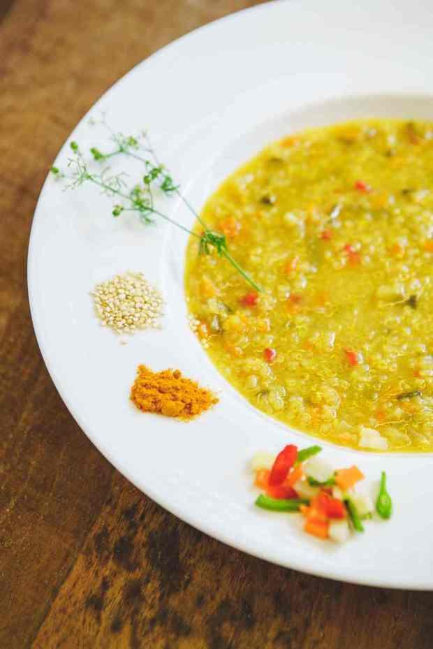 Asiatische Quinoa-Gemüsesuppe