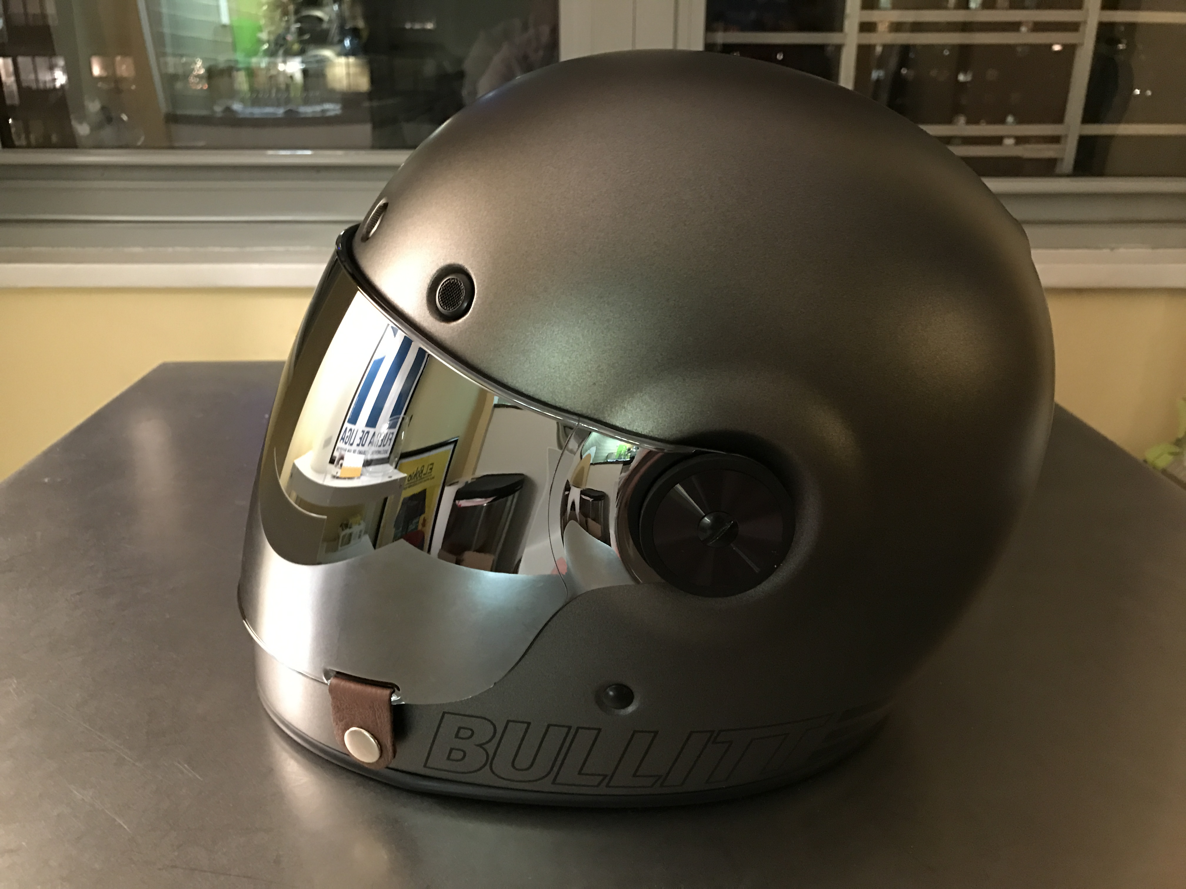my new bell bullitt retro helmet dom 39 s blog. Black Bedroom Furniture Sets. Home Design Ideas