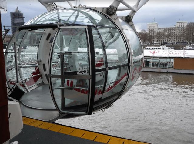 nástup do kabiny na London Eye