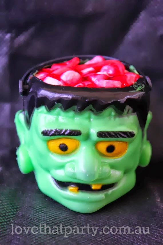 Halloween Monster Brain Cupcake tutorial @Love That Party. www.lovethatparty.com.au