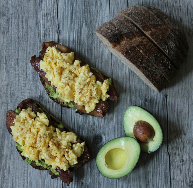 Avocado-toast-with-spicy-maple-bacon-and-scrambled-eggs-5
