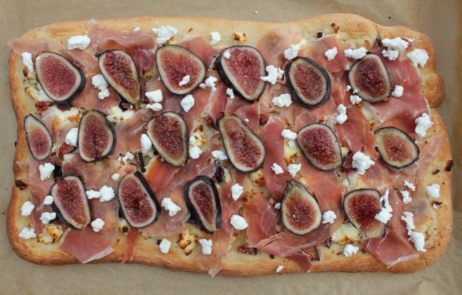 flatbread-with-figs-goat-cheese-and-prosciutto-4