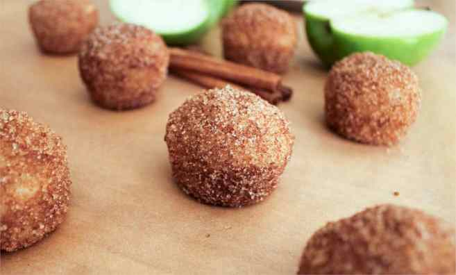 apple-cinnamon-baked-doughnut-holes-4