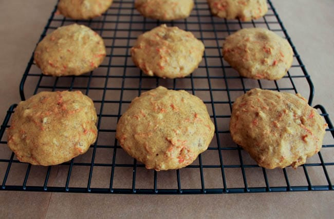 Carrot-cake-whoopie-pies-with-maple-cream-cheese-frosting-step-9