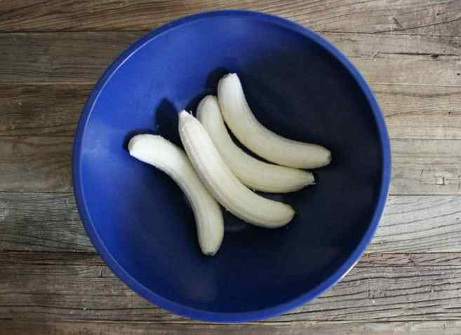 Banana-Bread-with-Walnut-Crumble-Step-3
