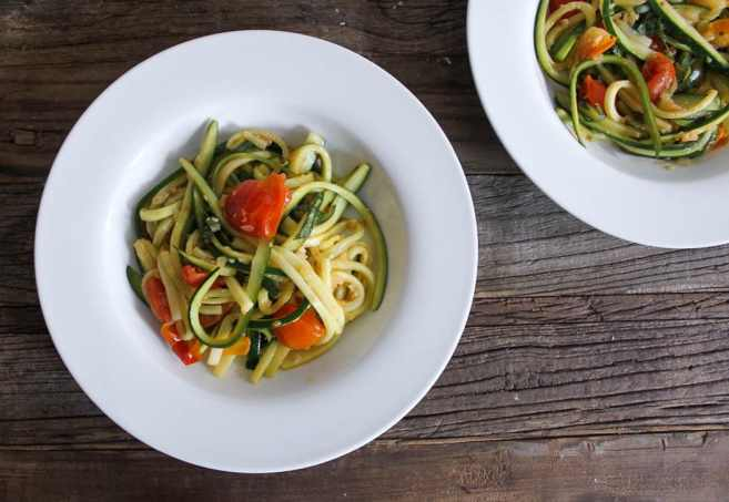 zucchini-pasta-with-cherry-tomatoes