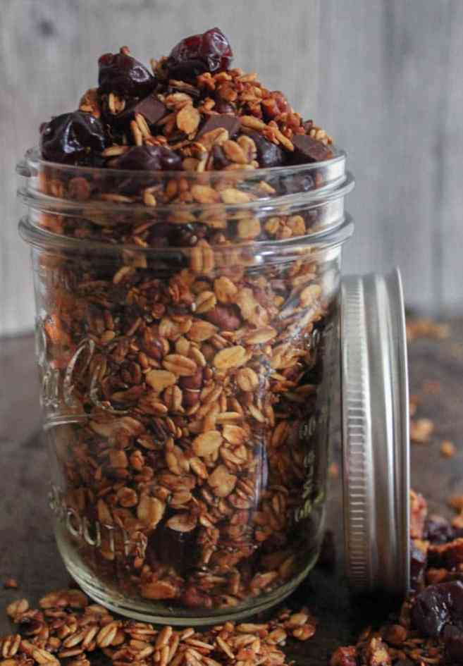dark-chocolate-cherry-granola-with-crunchy-quinoa-vegan-gluten-free-1