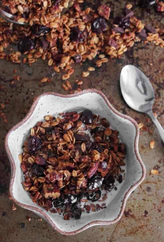 dark-chocolate-cherry-granola-with-crunchy-quinoa-vegan-gluten-free-6