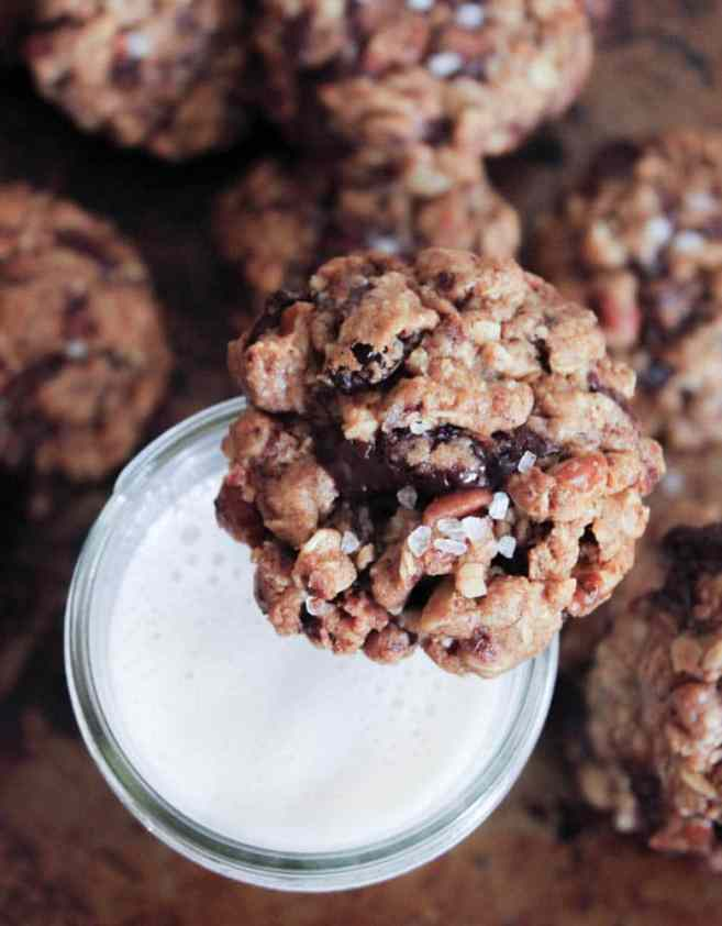 healthy-dark-chocolate-chunk-oatmeal-cookies-with-cherries-and-sea-salt-3