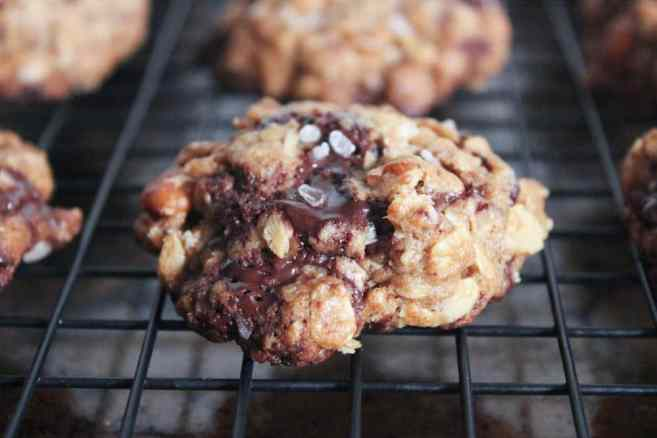 healthy-dark-chocolate-chunk-oatmeal-cookies-with-cherries-and-sea-salt-step-9