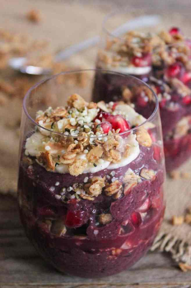 Vegan-Acai-Parfaits-with-fruit-granola-and-hemp-seeds-2