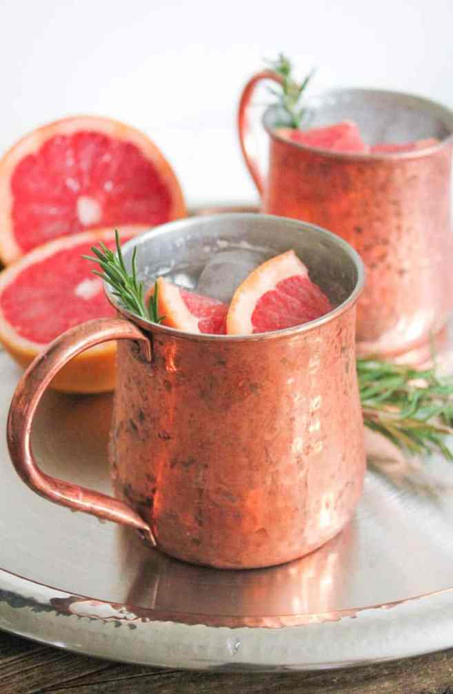grapefruit-rosemary-moscow-mule-cocktail-copper-mug