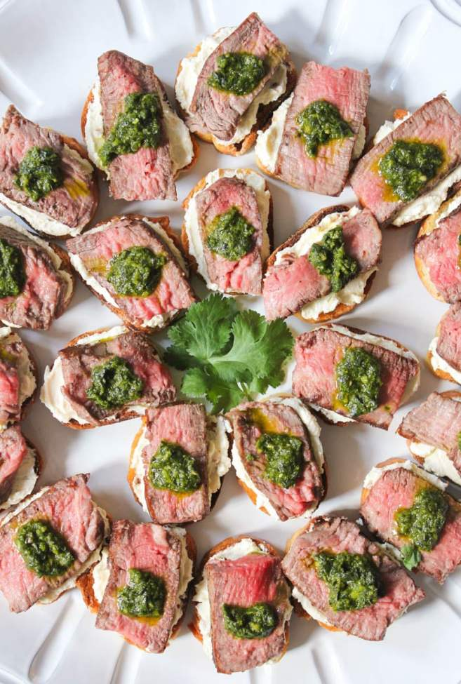 beef-tenderloin-crostini-with-whipped-goat-cheese-and-pesto-4