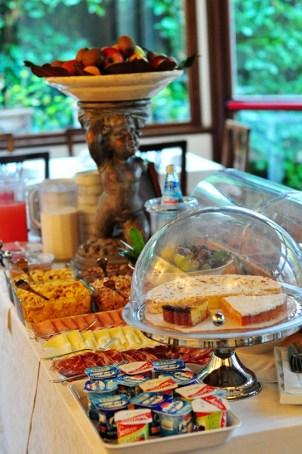 Huge breakfast buffet!